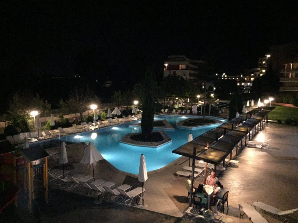 Piscina noaptea Aronia Sunny Beach hotel