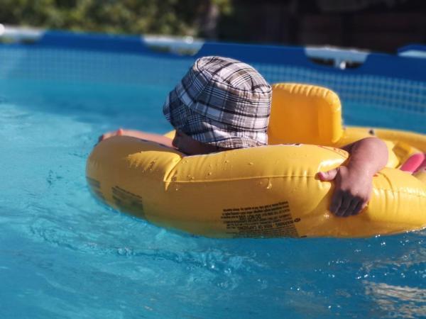 piscina exterior supraterana