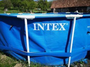 piscina pentru curte intex